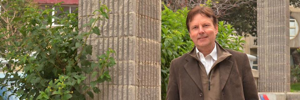 Académico UPLA se gradúa de Doctor en España