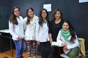 Alondra Castillo junto a equipo evaluador