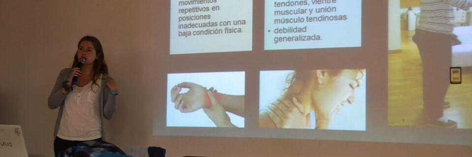 Kinesióloga entrega consejos para prevenir y evitar lesiones en músicos
