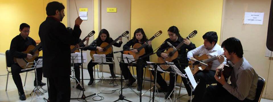 """Conjunto de Guitarras cerró ciclo musical """"Arte que Sana"""" en Quintero"""