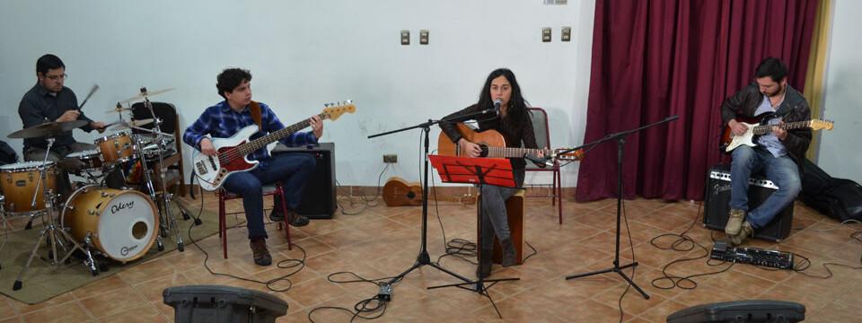 Diana Rojas y su banda brindó gran presentación en Temporada de Conciertos UPLA
