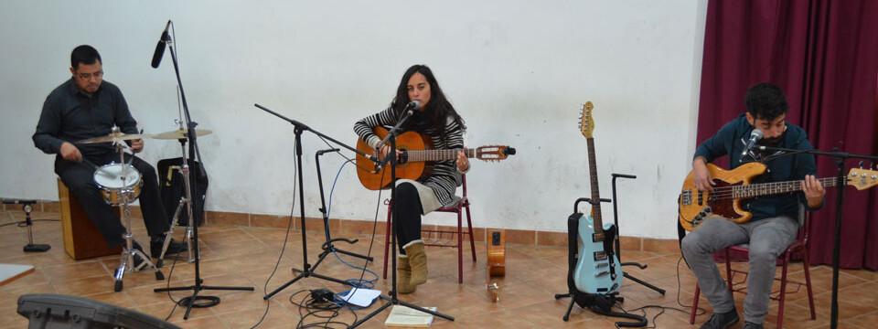 Cantautora Diana Rojas se presentó en Temporada de Conciertos UPLA