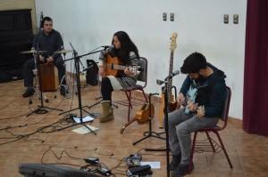 La artista nacional se presentó junto a los músicos Marcel O'Shee y Pedro Barahona