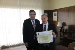 Hugo Vergara recibe título de doctor