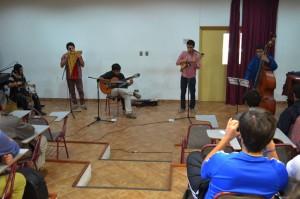 El repertorio contempló composiciones originales basadas en la música chilena latinoamericana