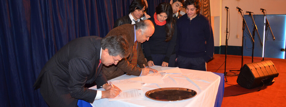 UPLA firma convenio con liceo artístico Guillermo Gronemeyer de Quilpué