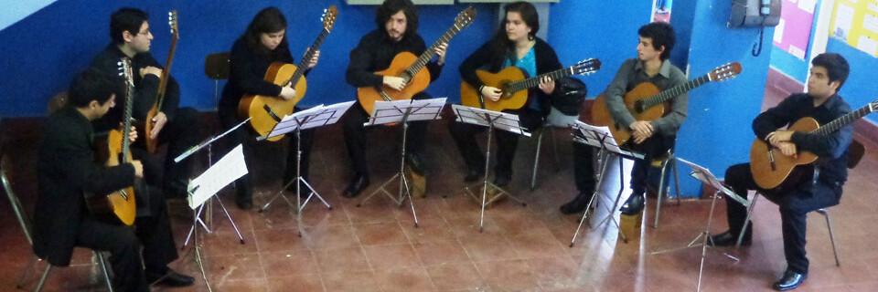 Semillero de guitarras ofrece espectáculo a pacientes y funcionarios de Hospital de Peñablanca