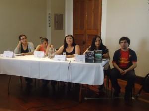 Maricel Gómez junto a expositores latinoamericanos