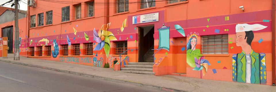 Fachada del CREAD de Playa Ancha se renueva con dos grandes murales