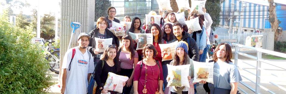 """Estudiantes de Diseño donan """"cojines mágicos"""" a menores de Jardín Colmenita"""
