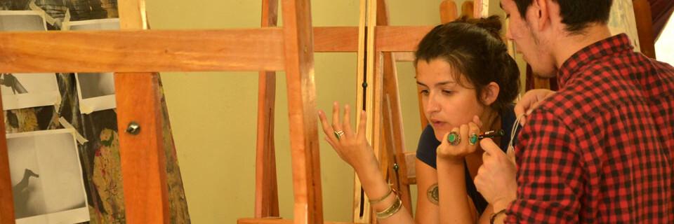 Taller de creación colectiva desarrolla Cécile Aurégan en la Facultad de Arte