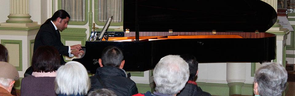Pianista Nicolás Galaz dedicó concierto a su maestro Mario Alvarado