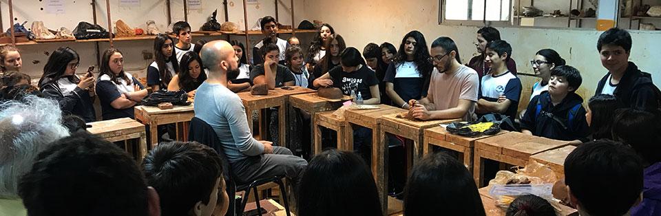 Estudiantes de Santa Cruz realizaron visita guiada a la Facultad de Arte UPLA