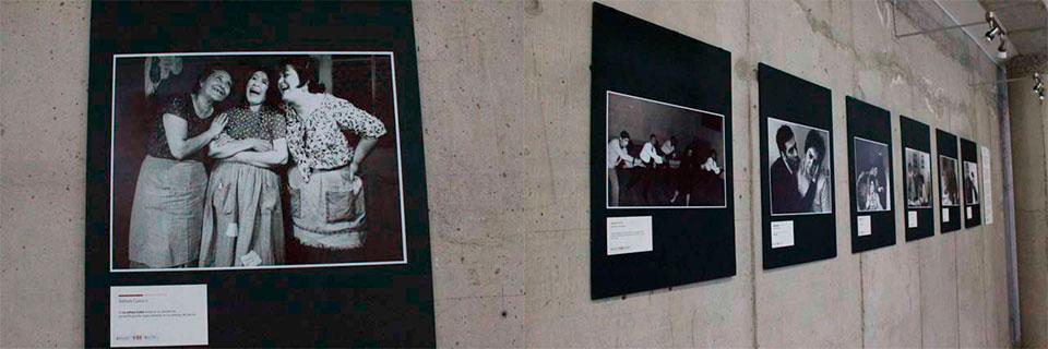 Fotografías simpáticas, pícaras y dramáticas ilustran la obra de Eloísa Peña, precursora del teatro porteño