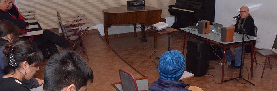 Compositor Orlando Jacinto García expuso conceptos artísticos a estudiantes de Música