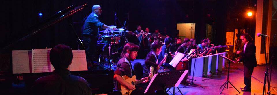 Big Band UPLA compartió escenario con artistas de la Nueva Ola