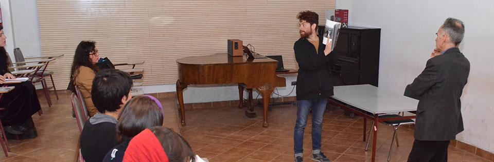 Director de obra teatral «El Otro» dialogó con estudiantes de la Facultad de Arte