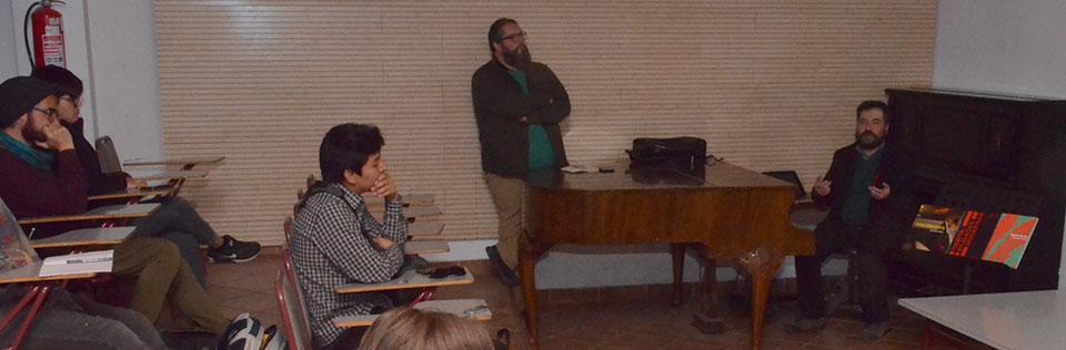 Artista Leonardo Portus dictó charla en la Facultad de Arte
