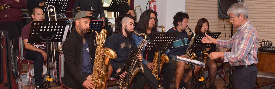 Clase magistral de Santiago Cerda cerró 1ª parte de la Escuela de Música Popular en la UPLA