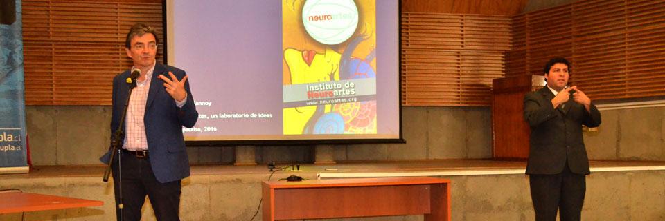 Luc Delannoy dialogó sobre propuesta de Neuroartes con comunidad UPLA