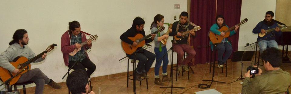 Muestra musical dedicada al charango se presentó en Temporada de Conciertos UPLA