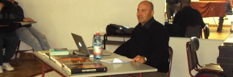 Especialista en historia del arte dictó magistral charla en la Facultad de Arte
