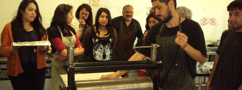 Grabador santiaguino realiza seminario de Smart Plate en la UPLA