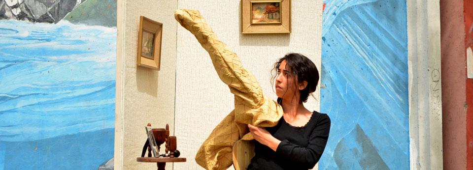 Rol de la mujer objeto abordó performance de estudiante de arte