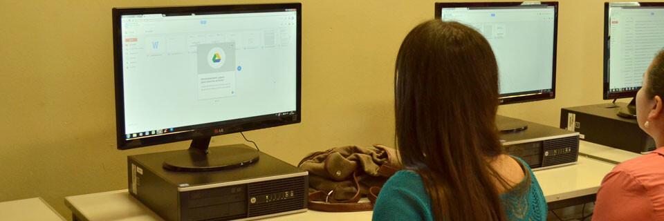 Futuros pedagogos se especializan en el uso de las TIC en la Facultad de Arte