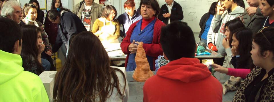Estudiantes de Santa Cruz visitaron talleres y dependencias de la Facultad de Arte