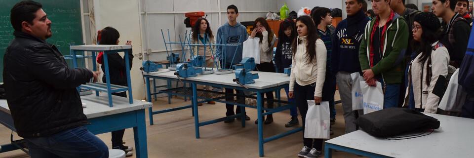 Alumnos de colegio porteño visitaron dependencias de la Facultad de Arte